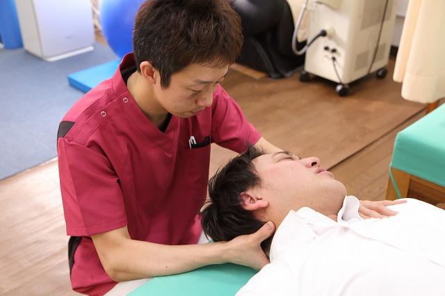 首まわりの緊張により頭痛・不眠などの症状が起こります