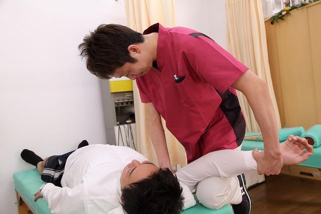 肩だけでなく全身のバランスを見て治療します